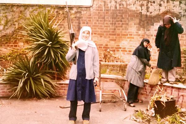 دختران سفارت؛ گزارشی از زندگی دیروز و امروز بانوانی که در تسخیر دست داشتند